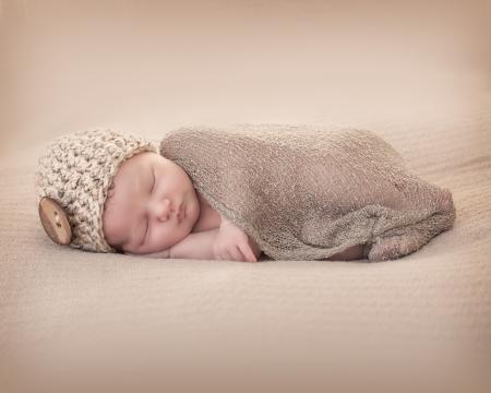recien nacido: Reci�n nacido con Beany Foto de archivo