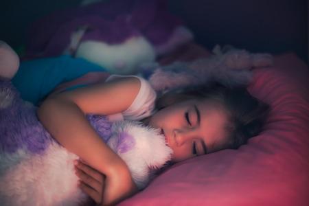 niño durmiendo: Soñar