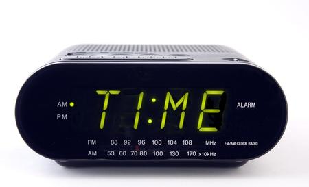 despertador: Radio reloj con la palabra tiempo