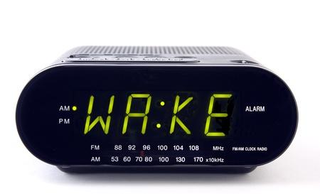 경보: A Clock radio with the word WAKE