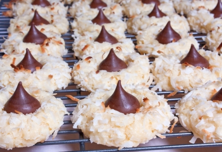 Chocolate Kiss Macaroons on a cooling rack Stok Fotoğraf