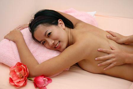 Kobieta w Spa korzystających masaż sesji