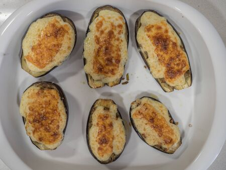 stuffed aubergines au gratin baked Stockfoto