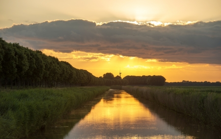 Dawn over a canal in spring Stock Photo - 13906112