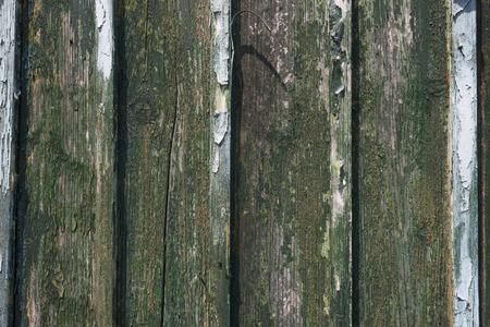 weather beaten: Meteo-battuto parete di legno di un capannone