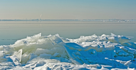 drifting ice: Drifting ice in a lake in winter