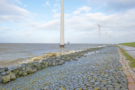 Wind farm in a stormy lake in sunlight in winter Stockfoto