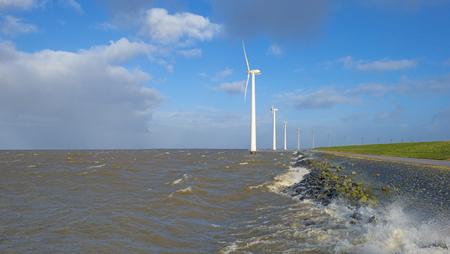 Wind farm in a stormy lake in sunlight in winter Stockfoto - 115445395