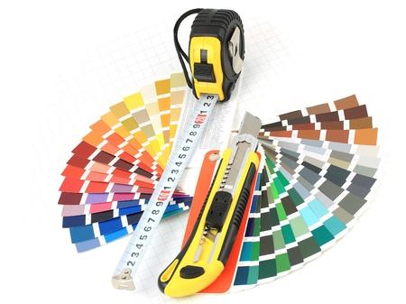 Cutter, Maßband, Farbfeld auf weißem Hintergrund  Standard-Bild - 8488785