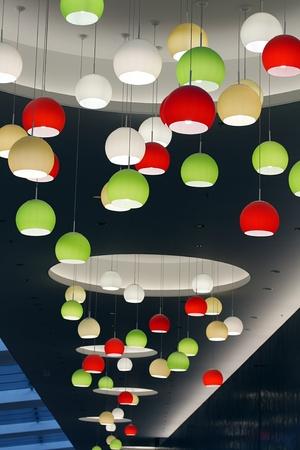 lampekap: bolvormige lampenkap hanger licht montage Stockfoto