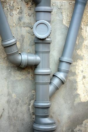 aguas residuales: instalaci�n de la tuber�a de agua