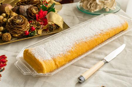 Roll of cream (gypsy arm dessert)