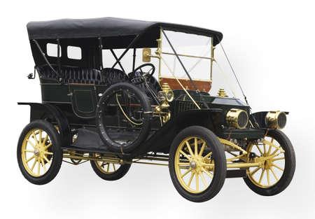 coche antiguo: Coche negro de la vendimia con las l�mparas y los accesorios de cobre amarillo pulidos Foto de archivo
