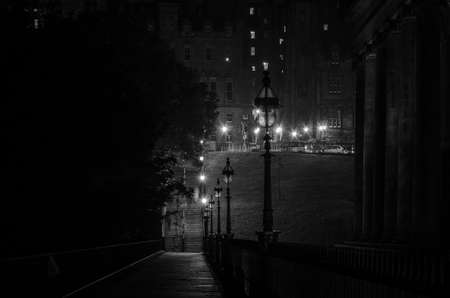 Night view of a street illuminated by the light of the street lamps. Edinburgh, Scotland 免版税图像