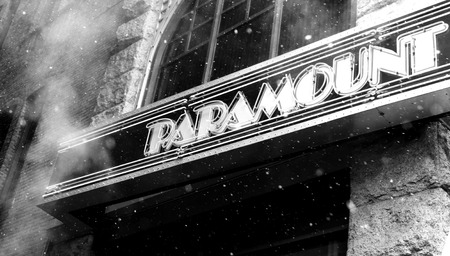 Smoky Paramount Theater Movie Marquee Neon Sign Publikacyjne