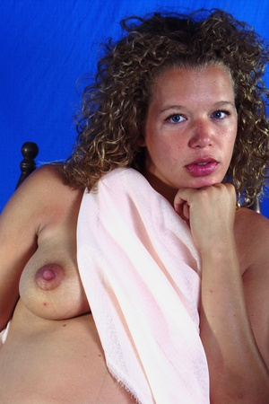 Halt nude pregnant young lady 55 photo