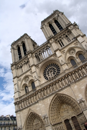 devanture: Fa�ade de Nortre Dame de Paris 5