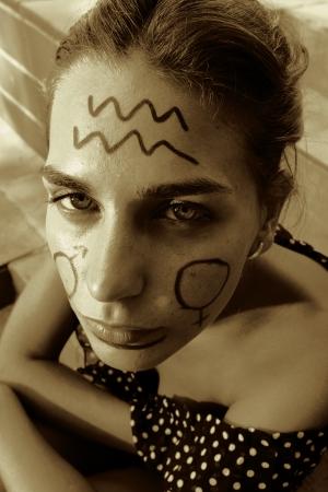 cara pintada: Cara pintada en sepia Foto de archivo