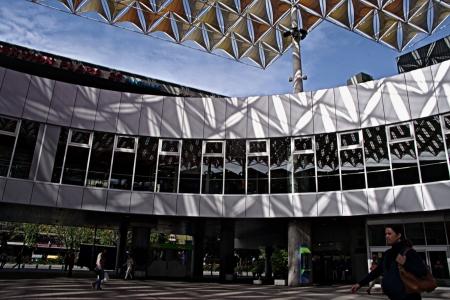 urban life: Sevilla, Espa�a - 29 de octubre de 2012 - La vida urbana:.. Curvas y geometr�as