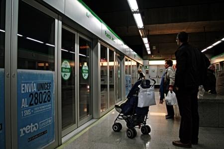 urban life: Sevilla, Espa�a - 06 de diciembre 2012 - La vida urbana:.. Estaci�n de metro 15 Editorial