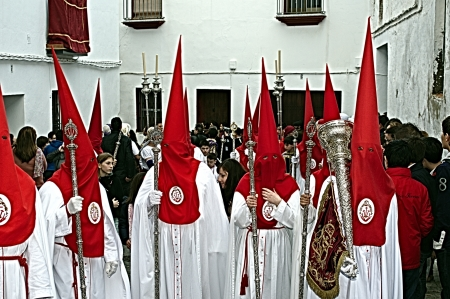 carmona: Carmona, Seville., Spain.- 27th March 2013.- Holy week procession.- Penitents in red and white 35 Editorial