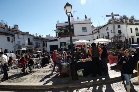 huelva: Fuenteheridos  Huelva  Spain - 30-11-2013 Open air market 20