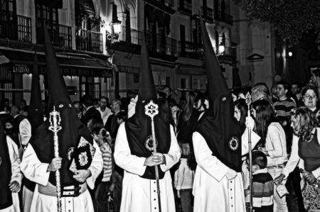 fraternidad: Carmona Sevilla Espa�a 13 de abril 2014 Procesi�n de la Semana Santa 58 San Felipe hermandad Editorial