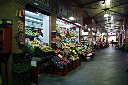 urban life: Sevilla, Espa�a, 18 de agosto 2014 - Urban XXVII vida - Mercado de interior Editorial