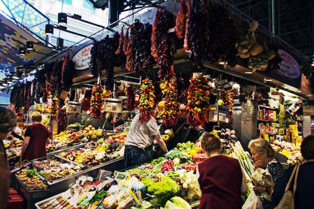 urban life: Barcelona (Espa�a) - 17-10-2014 La vida urbana - Stand en un mercado de 35