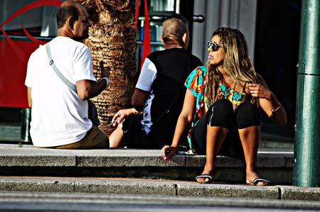 urban life: Blanes (Girona) Espa�a - 19-10-2014 La vida urbana - Se�ora que se sienta joven 13 Editorial