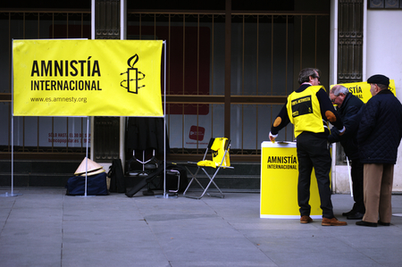 af: Seville, 15th February 2005 - Urban life - Amnesty Internationa defending human rightsw