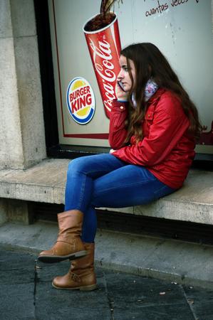 urban life: Sevilla, 15 de febrero de 2005 - La vida urbana - Se�ora joven con celular