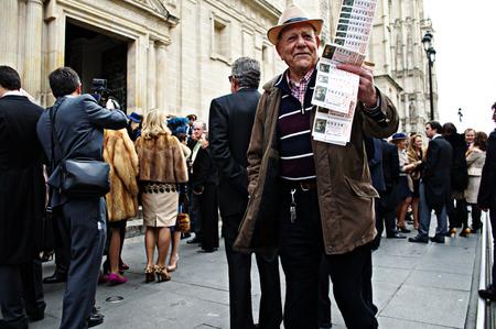 urban life: Sevilla, 15 de febrero 2005 - La vida urbana - El vendedor de loter�a Editorial