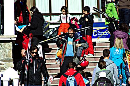 resort life: Granada (Spain) 28th March 2015 Urban life. People at a ski resort