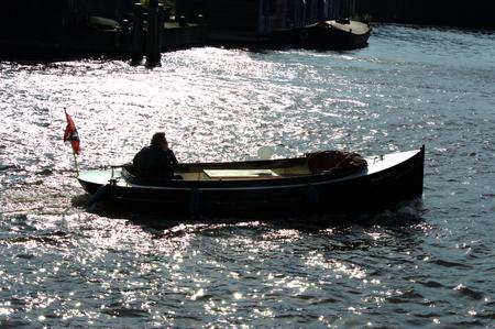 Man en gracht in het kanaal