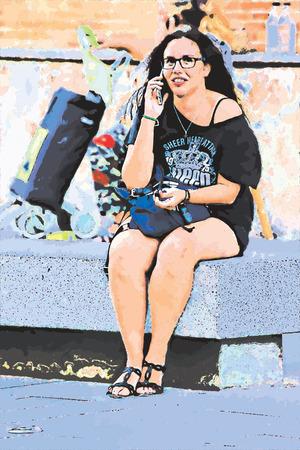 都市生活 - 通りに座っている若い女性。