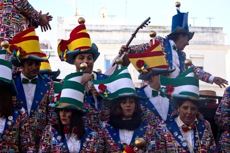 カディス、スペイン、2018年2月11日 - カディスカーニバル、グループ、人とマスク