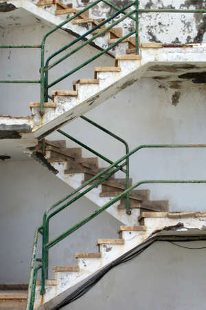 descend: Staircase