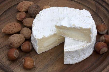 Porci�n de queso franc�s - Camembert Foto de archivo