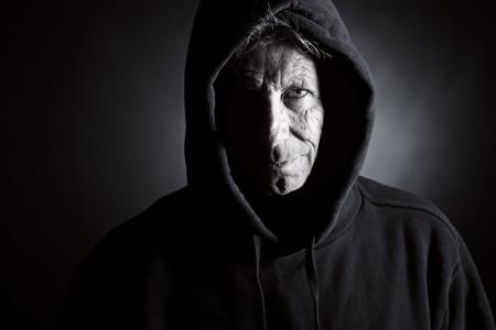 venganza: Low Key disparo de un var�n de m�s edad de intimidaci�n en capucha