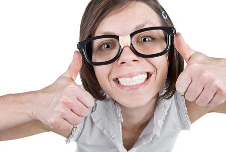 estereotipo: Tiro de una hembra Geeky con dobles pulgares arriba