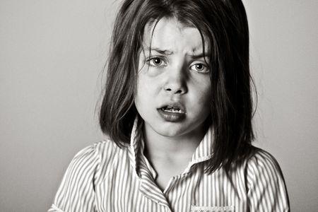in trouble: Shot de poderosos en blanco y negro de una joven estudiante  Foto de archivo