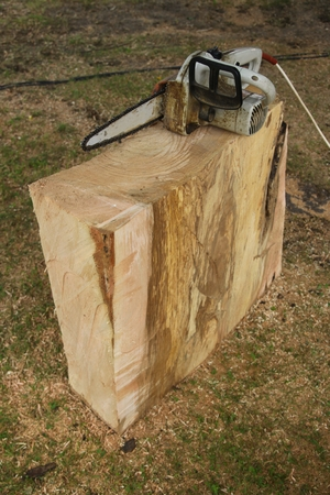 chainsaw and a block of wood from the linden tree
