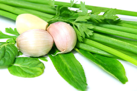 Large garlic cloves, put on the onion and celery