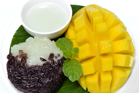 Black and white sticky rice with mango decorate with mint
