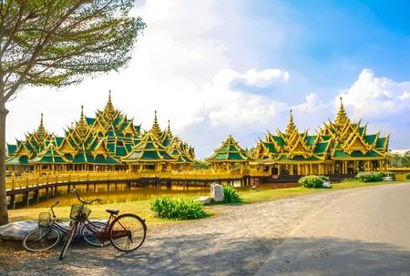 illuminati: Padiglione della Illuminato a citt� antica in Thailandia
