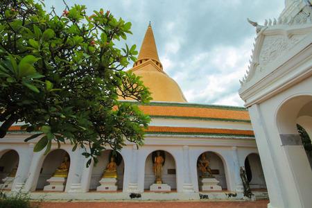 nakhon pathom: Phra Pathom Chedi (Big pagoda), Nakhon Pathom,Thailand Stock Photo