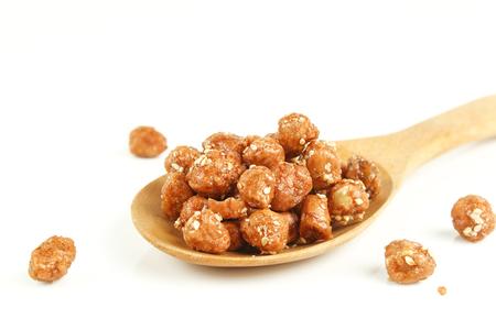gezuckerte Erdnuss mit weißem Sesam Standard-Bild