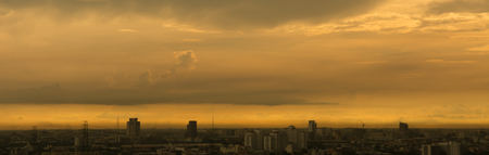 Blured cityscape of city during  sunset with golden light 版權商用圖片