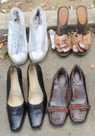 Four pairs of women's shoes at a flea market Archivio Fotografico